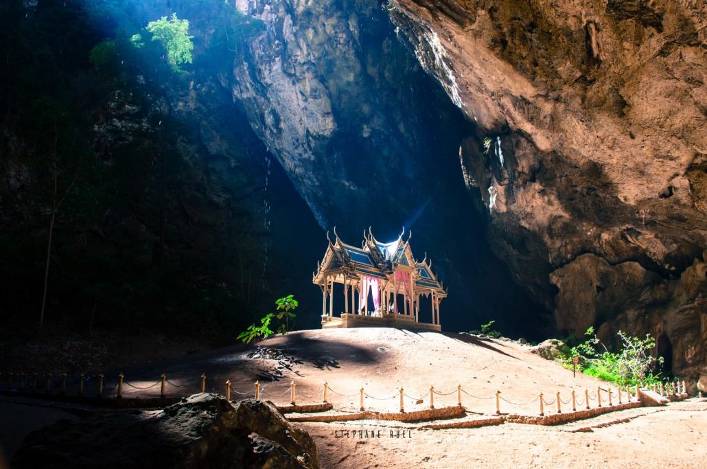 Superbe-photo-temple-thailande-grotte-meilleur-et-best-photographe-professionnel-avignon-84000-parenthese-de-vie-couleur-paysage-vaucluse-stephane-ruel-photographe