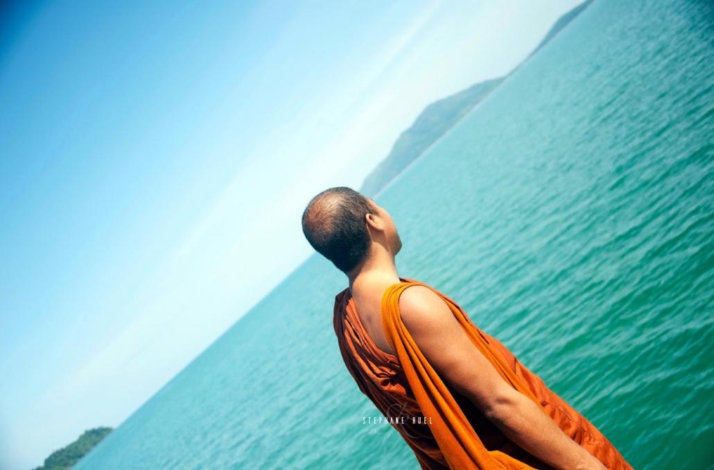 Superbe-photo-moine-bouddhiste-photographe-professionnel-avignon-84000-parenthese-de-vie-couleur-paysage-vaucluse-stephane-ruel-photographe