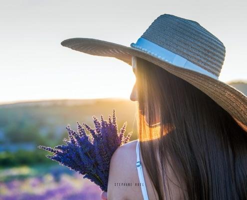 photo--top-modele-jeu-de-lumiere-d-un-portrait-jeune-femme-a-avignon-vaucluse-84000-stephane-ruel-photographe-professionel-avignon-vaucluse-provence