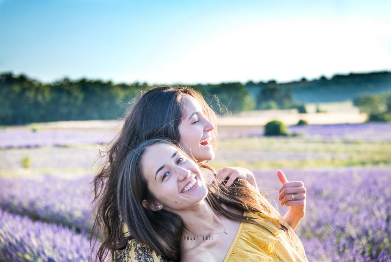 photo-de-famille-entre-soeur--a-avignon-vaucluse-84000-stephane-ruel-photographe-professionnel-avignon-vaucluse-provence