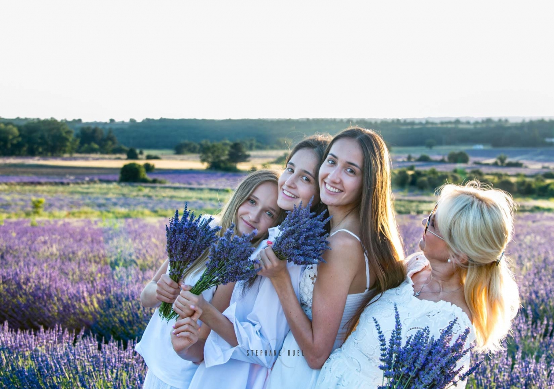photo-de-famille-mere-et-fille-modele-a-avignon-vaucluse-84000-stephane-ruel-photographe-professionnel-avignon-vaucluse-provence