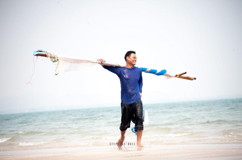 instant-de-vie--en-thailande-d-un-photographe-professionnel-photo-couleur-et-blanc-portrait-regard-complice-grand-mere--et-petit-fils-a-avignon-vaucluse-stephane-ruel-photographe