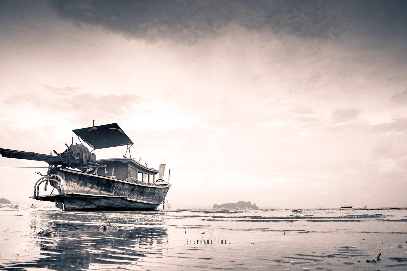 meilleure-photo-bateau-asiatique-thailande-professionnel-avignon-84000-parenthese-de-vie-photo-noir-et-blanc-regard-a-avignon-vaucluse-stephane-ruel-photographie