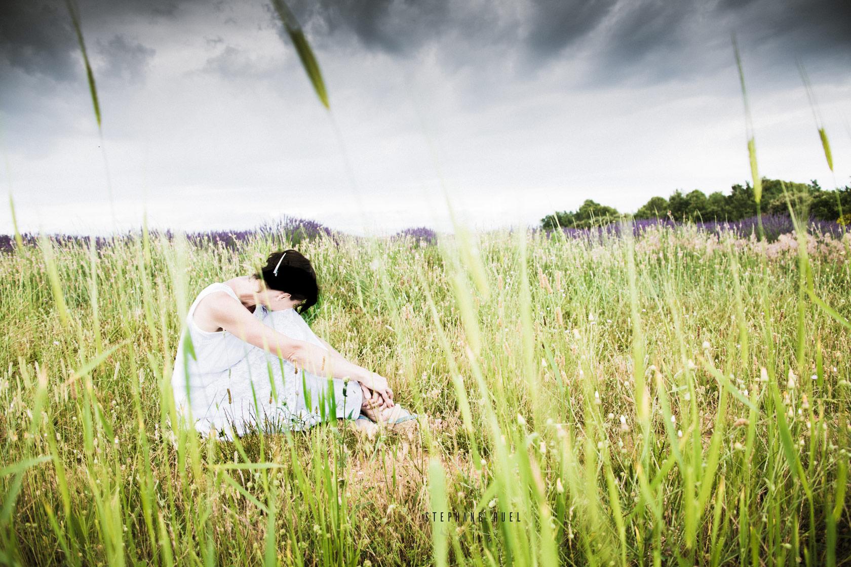 photographie-avignon-superbe-pause-84000-couleur-femme-portrait-a-avignon-84000-vaucluse-stephane-ruel-photographe