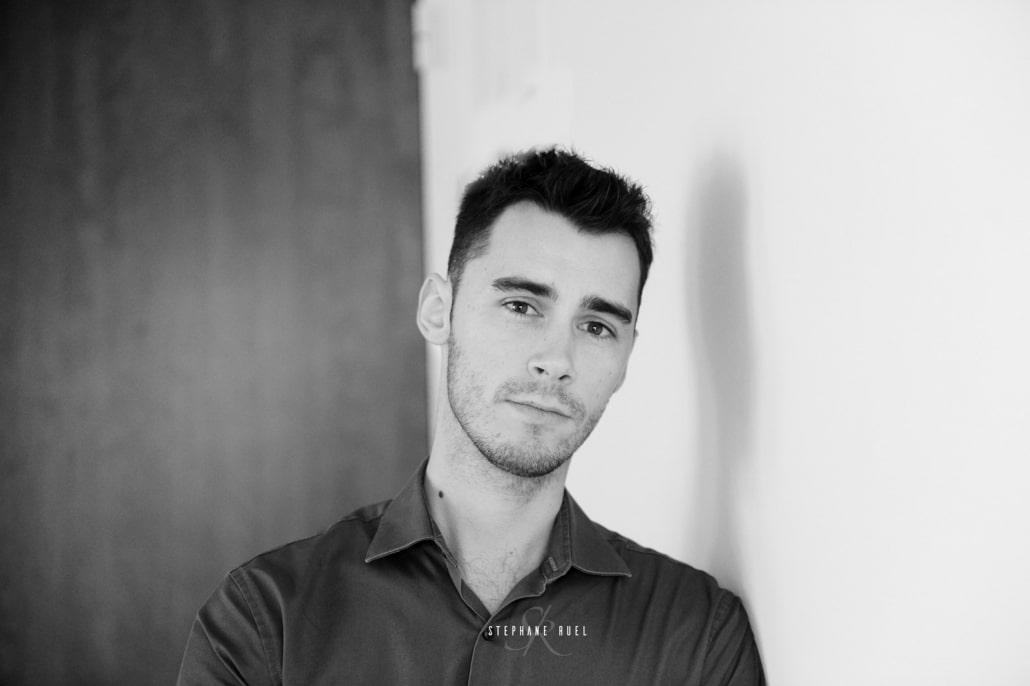 photographe professionnel basé à avignon-84000-avec-photo-de-bebe-en-en-noir-et-blanc-a-avignon-vaucluse-stephane-ruel