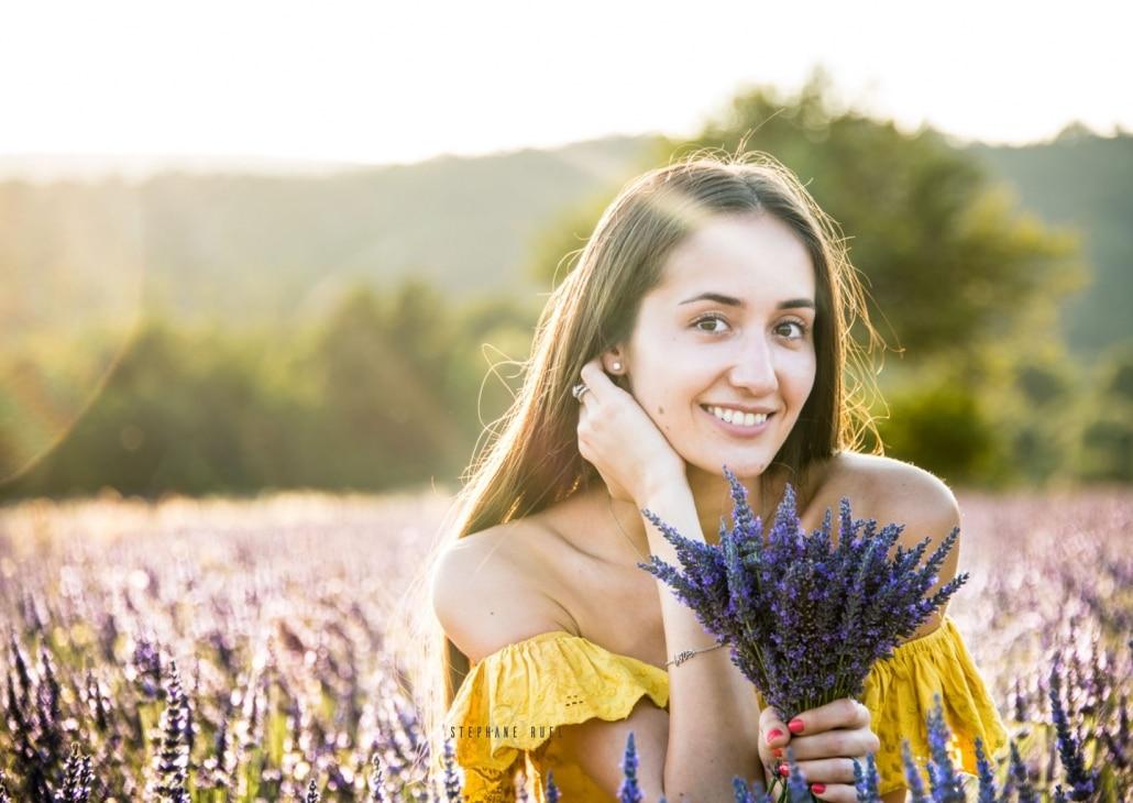 photo-femme-top-modele-dans-les-lavandes-a-avignon-vaucluse-84000-stephane-ruel-photographe-professionnel-avignon-vaucluse-provence