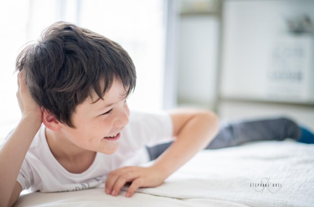 photo-portrait-d-un-enfant-sourire-a-avignon-vaucluse-84000-stephane-ruel-photographe-professionnel-avignon-vaucluse-provence