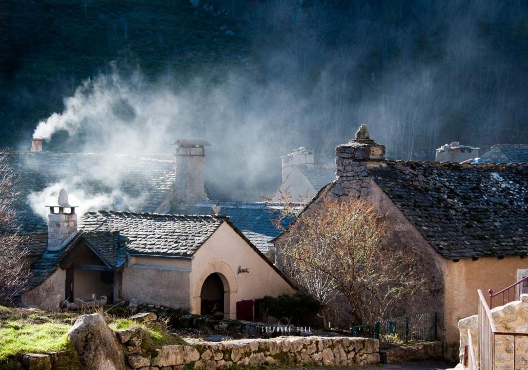 stephane-ruel-photographe-professionel photo-vieille-maison-villlage-lozere-carte-postale-photographie-en-noir-et-blanc-a-avignon-vaucluse-84000-
