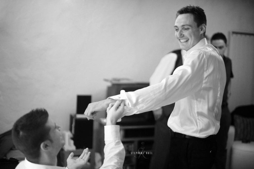 stephane-ruel-photographe-professionel pour des photos-de-mariage-marie-et-jeune-couple--en-noir-et-blanc-a-avignon-vaucluse-84000-